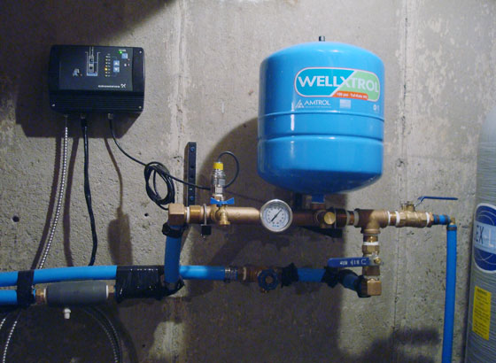 Constant pressure system and air injector tank