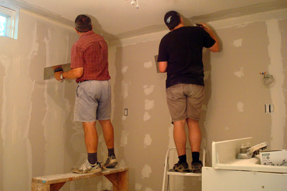 Pasting drywall joints