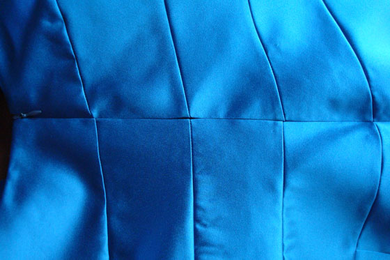 Marching seams when inserting an invisible zipper