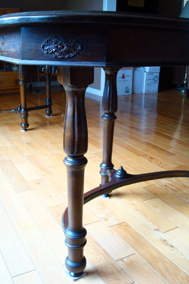Triple curved legs on an antique dining table