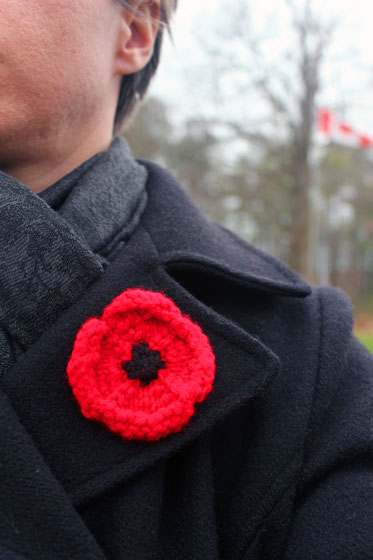 Knitting poppy for Remembrance Day