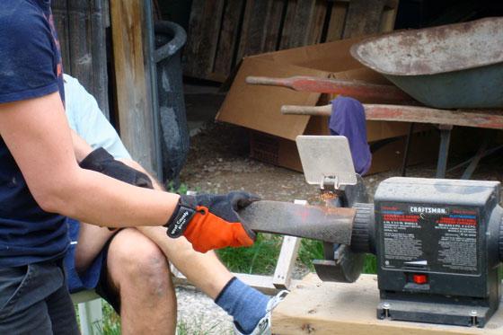 Sharpening lawn mower blads