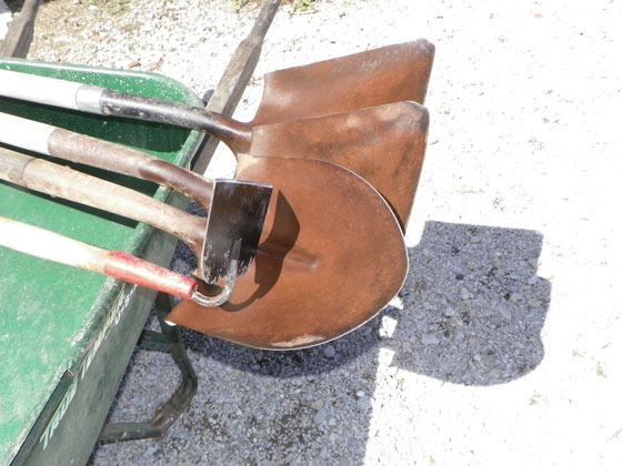 Oiling and sharpening garden tools