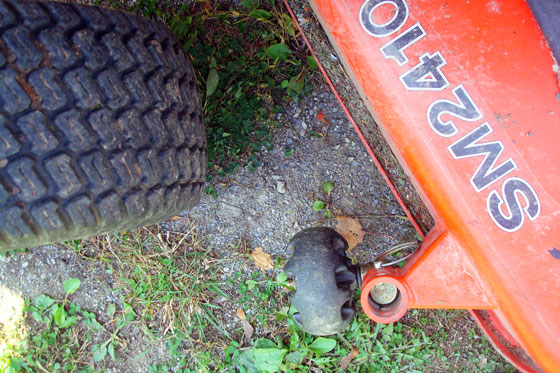 How to detach a Kioti SM2410 mower