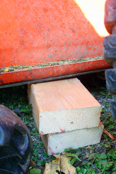 Tips to remove a Kioti CS2410 mower deck