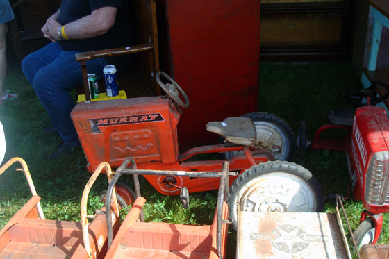 Metal pedal car tractor