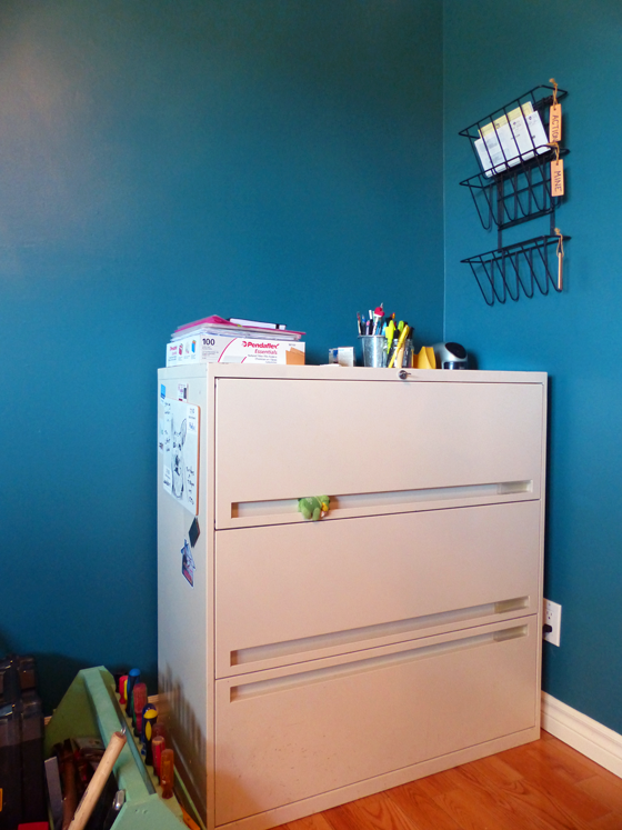 Filing cabinet and mail sorter