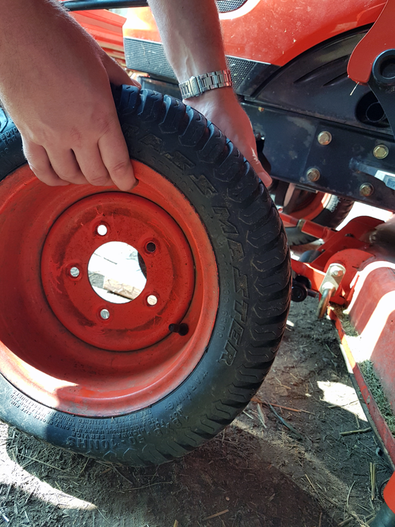 How to change a tire on a Kioti CS2410