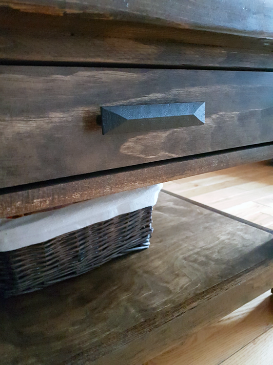 Black drawer handles on the coffee table