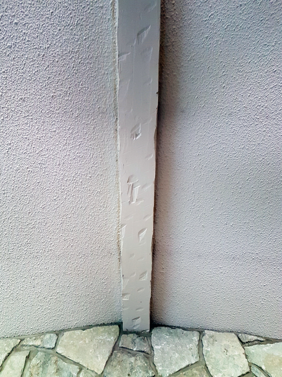 Faux beam at the centre of the vault