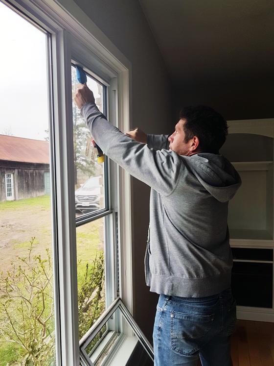 Repairing a cracked vinyl window